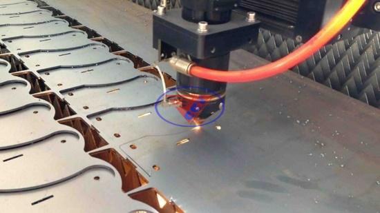 Máy cắt kim loại tấm CNC