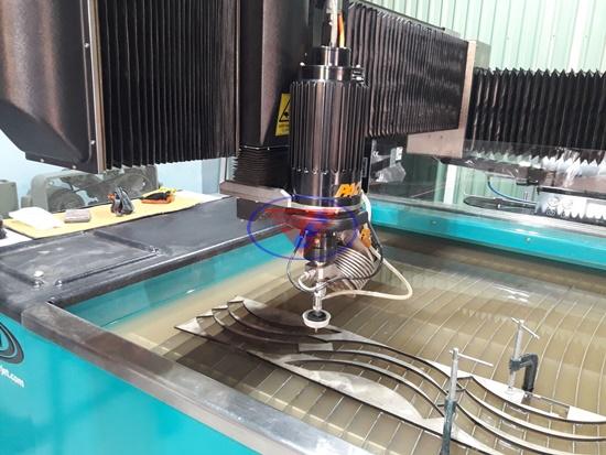 máy cắt tia nước trong ngành gia công đá hoa văn
