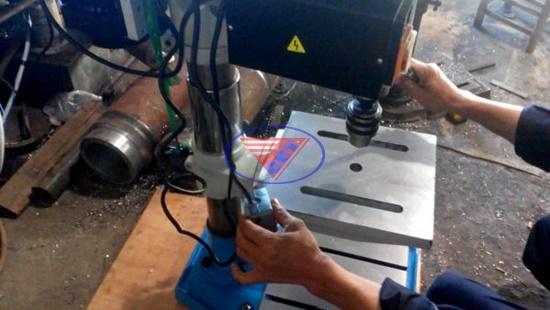 cách sử dụng máy khoan bàn