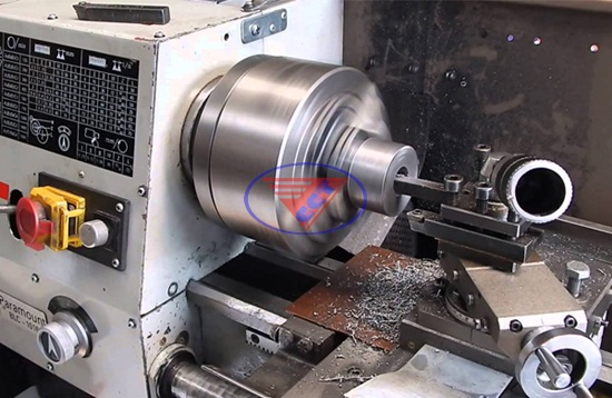 An toàn khi gia công trên máy tiện CNC